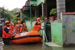 Bantuan Bencana Banjir Jakarta Bekasi