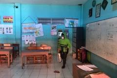 Penyemprotan Desinfektan di Sekolah