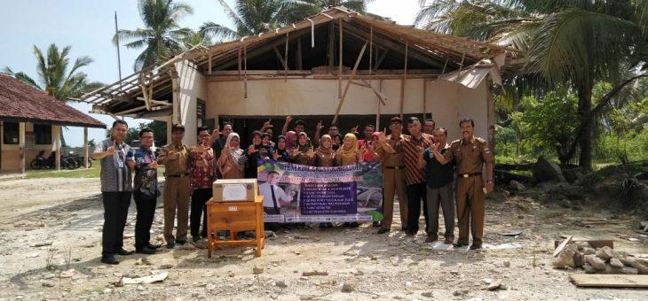Erlangga Serahkan Bantuan ke SDN Tanjung Sakti Lampung