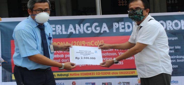 Peduli Terhadap Pendidikan di Riau, Erlangga Serahkan Bantuan