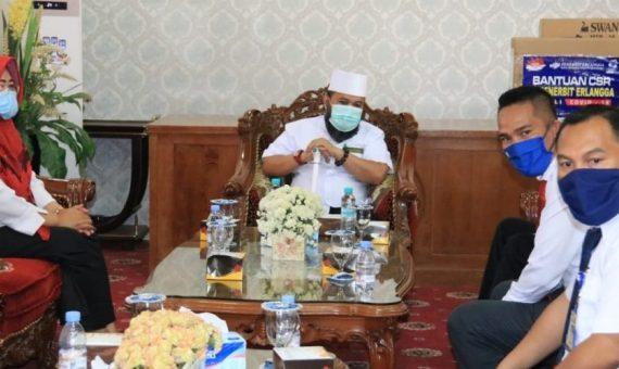 PT Penerbit Erlangga Beri Bantuan Untuk Warga Melalui Walikota Bengkulu