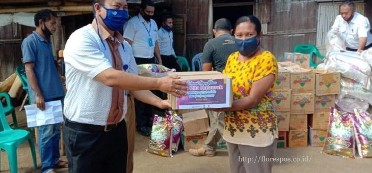 PT Penerbit Erlangga Berbagi Kasih dengan Masyarakat Desa Wolotopo