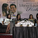 "Launching Novel ""Menentukan Hati"": Kolaborasi Novel dan Lagu"