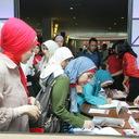 Pengunjung sedang melakukan registrasi