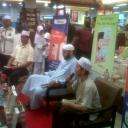 """Walaupun tanpa kehadiran Ustadz Yusuf Mansur, acara launching buku """"Kun Yusuf Mansur"""" di Gramedia Palembang (9/12), tetap meriah dan membludak.<br />Acara dihadiri oleh Ustadz Fauzan yayan (Penulis, Ketua Rumah Tahfidz Sumsel( dan Syekh Ali Jaber (Ulama Besar Madinah, Arab Saudi)"""